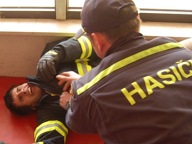 Soutěž o Železného hasiče v Mostě.