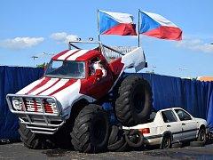 Show monster trucků a kaskadérů