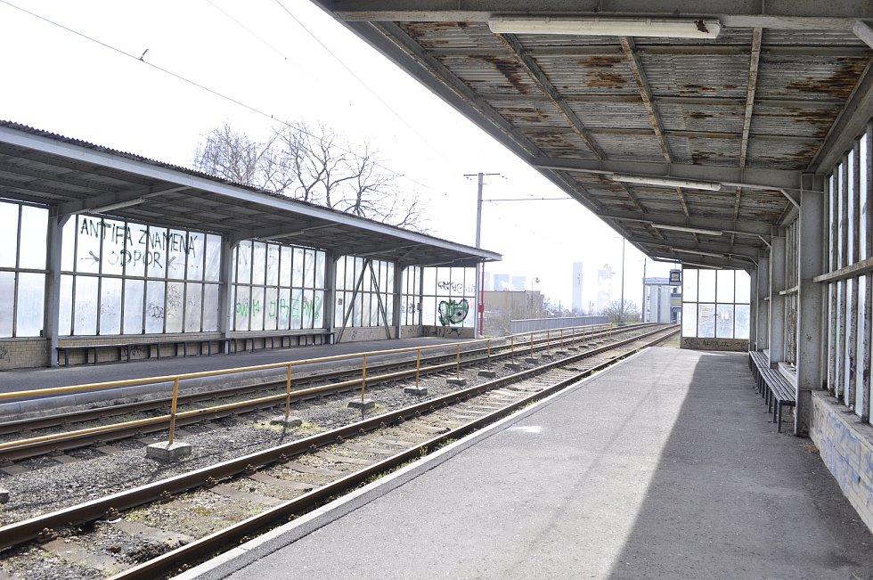 Kvůli rekonstrukci trati a zastávek nejezdí tramvaje mezi chemičkou a Litvínovem. Nahradily je autobusy.