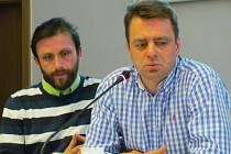 Pořadatel konference Petr Globočník (vlevo) a ředitel pro životní prostředí společnosti Unipetrol Pavel Sláma.
