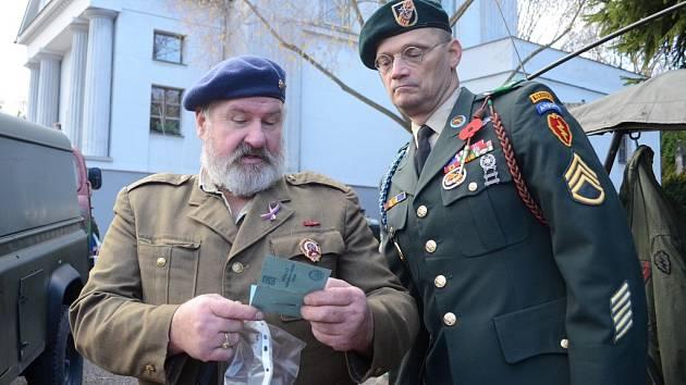 V Památníku obětem II. světové války, který je v objektu bývalého krematoria na starém hřbitově v Mostě, se v neděli 11. listopadu konal Den veteránů.