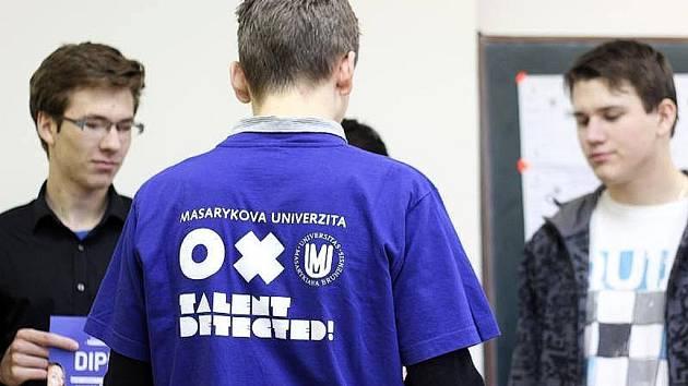 Gymnázium Most vyhrálo krajský turnaj pIšQworky 2014 a je ve finále, které uspořádá brněnská univerzita.