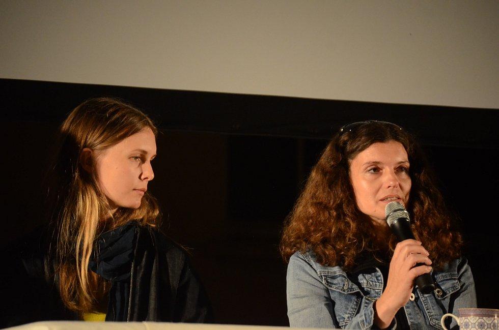 Režisérka Greta Stocklassová (vlevo) a spisovatelka Veronika Bendová