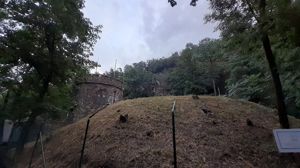 Vodárna pod jeskyní na vrchu Hněvín v Mostě.