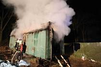 Hasiče zaměstnal požár maringotky