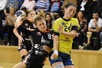 Mostecké házenkářky (v černém Katarína Kostelná) vyhrály v Michalovcích.