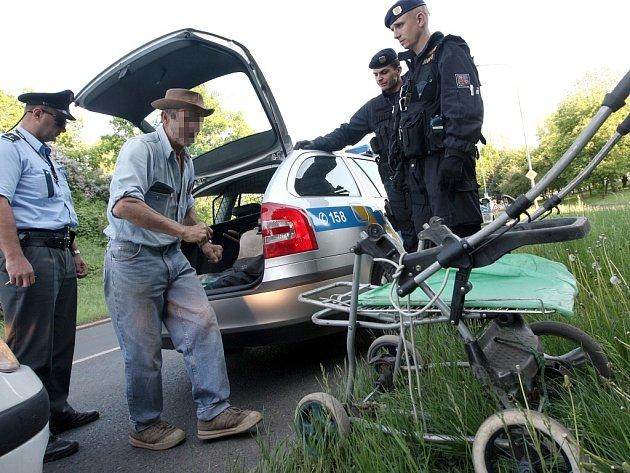 Policisté chytili zloděje kovu.