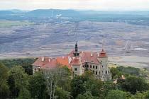 Máte doma třeba obraz zámku Jezeří nad lomem ČSA? Magistrát by si ho rád půjčil.