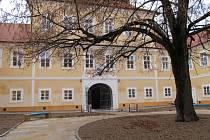 Nádvoří Valdštejnského zámku bude kulisou letních koncertů.