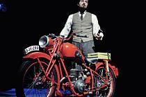 V Mosteckém divadle se zítra odehraje premiéra Postřižin.