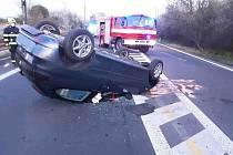 V Mostě havarovalo auto. U nehody zasahovali hasiči
