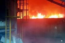 Požár haly na skládce Celio u Litvínova