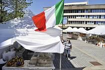 Italský trh na 1. náměstí v Mostě