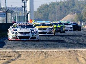 Závod NASCAR míří na mostecký autodrom