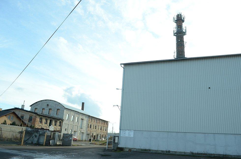 Obec Havraň v pondělí 25. ledna ráno. Bývalý cukrovar.