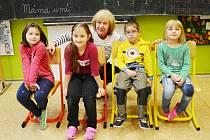 Žáci 1. A Základní školy Lom s třídní učitelkou Ilonou Doležalovou.