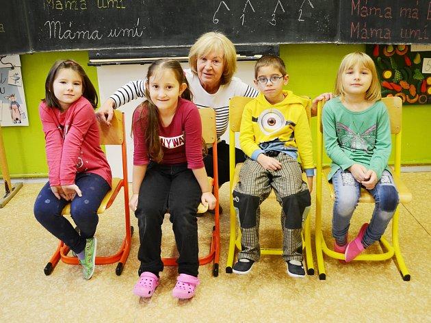 Žáci 1.AZákladní školy Lom střídní učitelkou Ilonou Doležalovou.