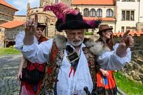 V neděli 27. června od 15 hodin uvede mostecké divadlo na hradě Hněvín v premiéře hru Lotrando a Zubejda.