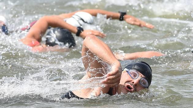 Nedělní triatlonové závody na mosteckém Matyldě.