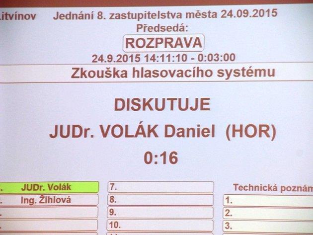 Litvínovští zastupitelé mají nové hlasovací zařízení.