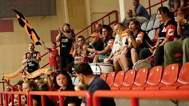 Fanoušci na zápase vKutné Hoře.