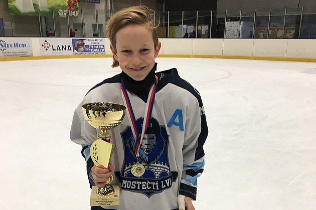Mladý mostecký hokejista Adam Stríž.
