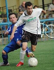 Hráči Souše B (v bílém) budou v neděli hrát derby s týmem Meziboří.