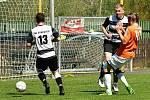 Meziboří (v oranžovém) na velikonoční neděli doma vypráskalo 5:0 Dobkovice.
