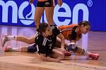 Černí andělé (v oranžovém) po pohárovém vítězství nad Slavií zvítězili ve Zlíně.
