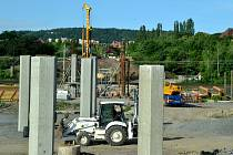 Na budoucí silnici Most - Mariánské Radčice vzniká most, který překlene koridor, železnici a řeku Bílinu