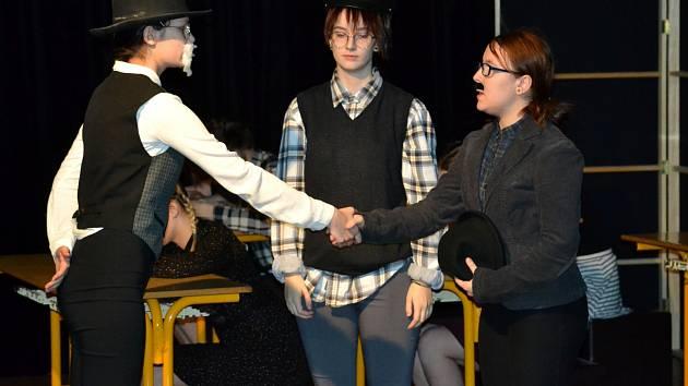 Studentky Střední pedagogické školy v Mostě přichystaly v rámci kampaně Týden podpory čtenářské gramotnosti divadelní představení pro předškoláky.