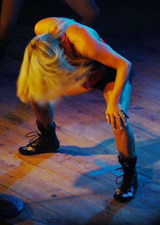 Samantha Fox při vystoupení na plese Radia Most v roce 2007.