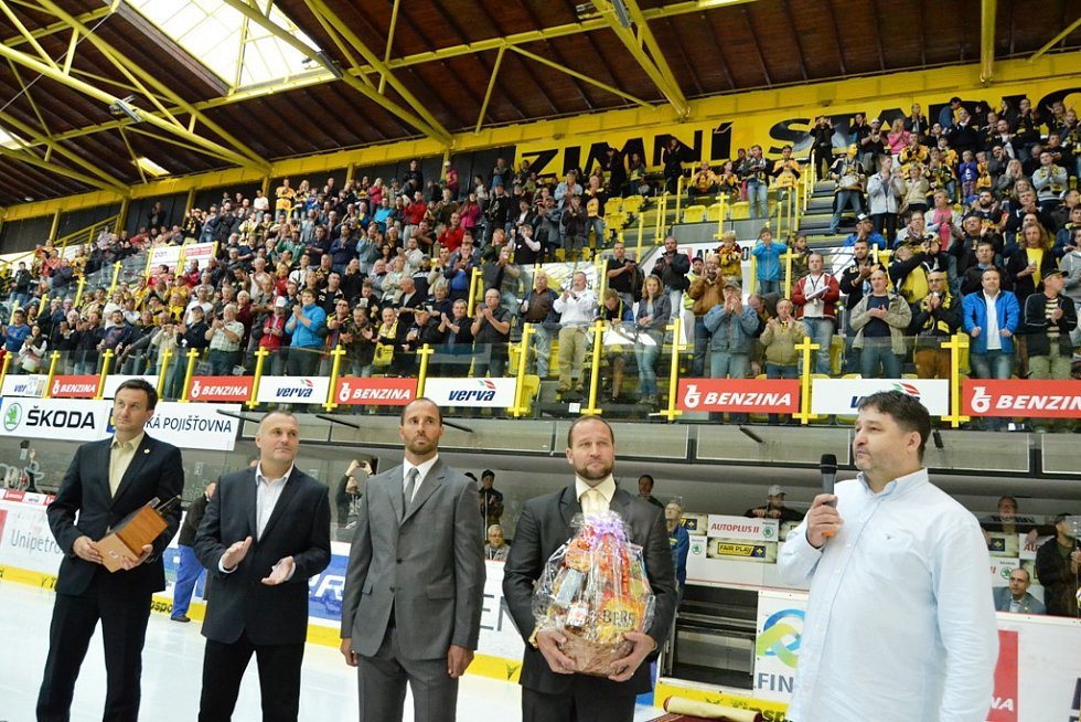 Litvínovský klub poděkoval třem svým legendám - Martinovi Ručinskému, Robertu Reichelovi a Jiřímu Šlégrovi za reprezentaci. Hlavní roli hrál Martin Ručinský.