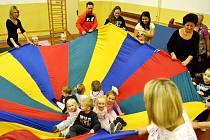 Cvičení rodičů s dětmi je v Louce u Litvínova stále populární i po čtyřiceti letech. V současnosti musí zájemci chodit rozděleni do dvou skupin. Na únor 2017 se chystá sraz všech generací cvičenců.
