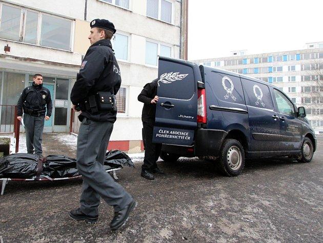 V panelovém domě v Litvínově se oběsil muž.