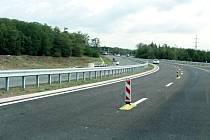 Práce na silnici I/13 u Třebušic. Archivní foto