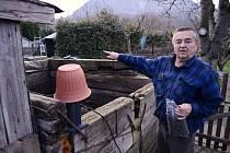 Miroslav Zapletal žije v poklidu na své zahrádce v Želenicích u Mostu