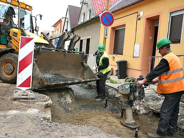 Opravy Jugoslávské ulice v Mostě.