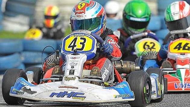 Mostecký závodník Dan Skočdopole vybojoval v seriálu závodů na motokárách stříbro.