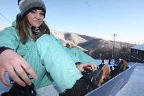 Na horách se určitě objeví i spousta milovníků snowboardingu.