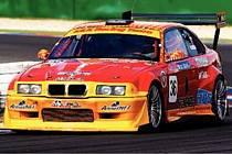 BMW. Jezdec Martin Kotrba se svým závodním vozem BMW.