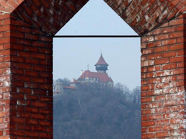 Mostecký Hněvín.