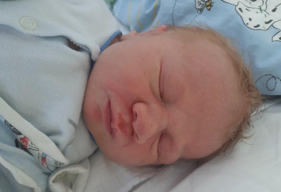 Jan Mrázek se narodil mamince Veronice Rosíkové z Litvínova 20. srpna v 10.30 hodin. Měřil 53 cm a vážil 4,1 kilogramu.