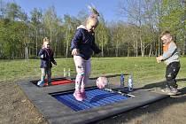 Na Šibeníku jsou trampolíny, funguje i venkovní tělocvična.