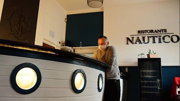 Mostecká restaurace Nautico a její spolumajitel Filip Pánov