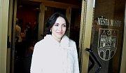 """Nevěsta čeká u vchodu do radnice na ženicha v momentu, kdy ve foyer zaznělo: """"Svítí!"""""""