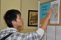 Test státních maturit na mosteckém gymnáziu.