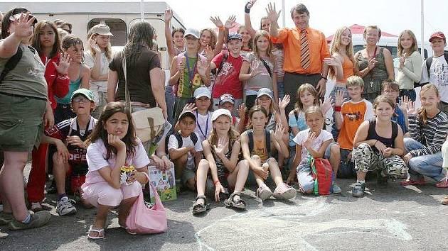 Děti na hipodromu v Mostě.