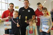 Petr Henych (uprostřed) byl na Meziboří nejlepší.