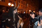 Krampus show na 1. náměstí v Mostě